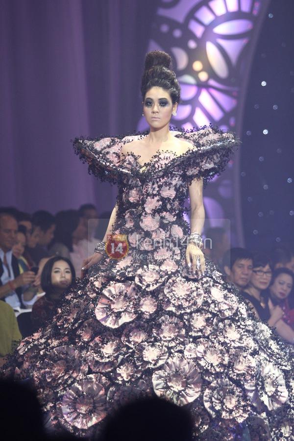 Hà Hồ, Thanh Hằng & NTK Công Trí cùng mặc chung 1 chiếc váy  75