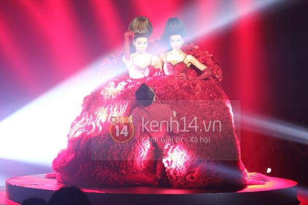 Hà Hồ, Thanh Hằng & NTK Công Trí cùng mặc chung 1 chiếc váy  81