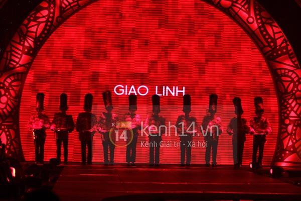 Hà Hồ, Thanh Hằng & NTK Công Trí cùng mặc chung 1 chiếc váy  39