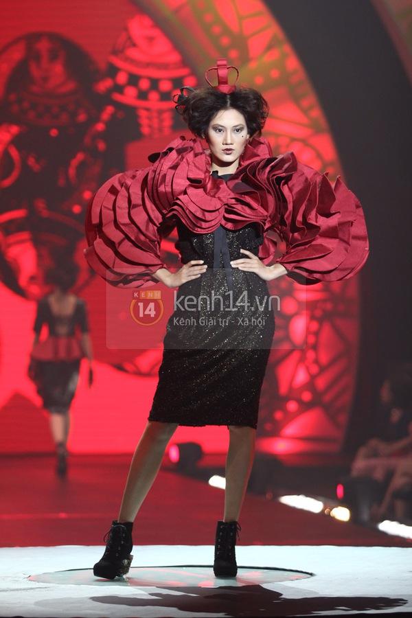 Hà Hồ, Thanh Hằng & NTK Công Trí cùng mặc chung 1 chiếc váy  43