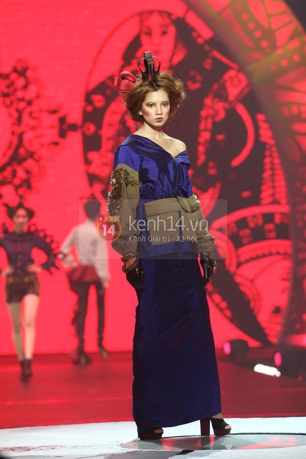 Hà Hồ, Thanh Hằng & NTK Công Trí cùng mặc chung 1 chiếc váy  44