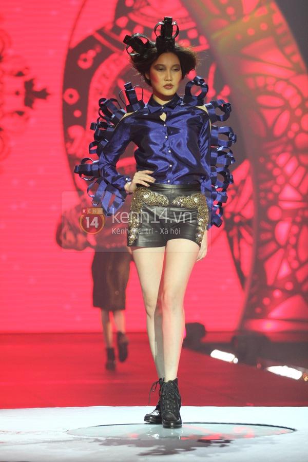 Hà Hồ, Thanh Hằng & NTK Công Trí cùng mặc chung 1 chiếc váy  45