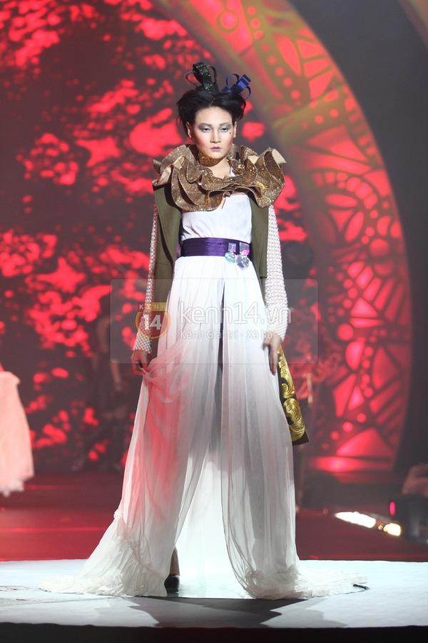 Hà Hồ, Thanh Hằng & NTK Công Trí cùng mặc chung 1 chiếc váy  48