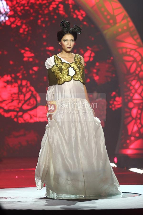 Hà Hồ, Thanh Hằng & NTK Công Trí cùng mặc chung 1 chiếc váy  49