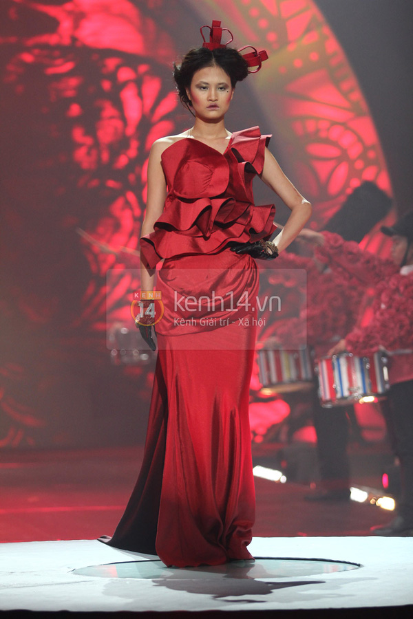 Hà Hồ, Thanh Hằng & NTK Công Trí cùng mặc chung 1 chiếc váy  51