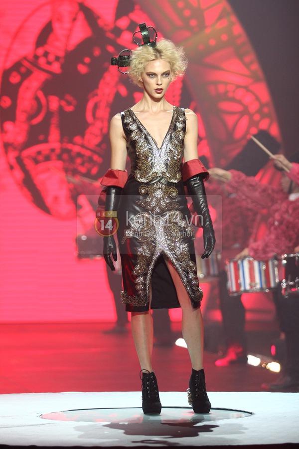 Hà Hồ, Thanh Hằng & NTK Công Trí cùng mặc chung 1 chiếc váy  53