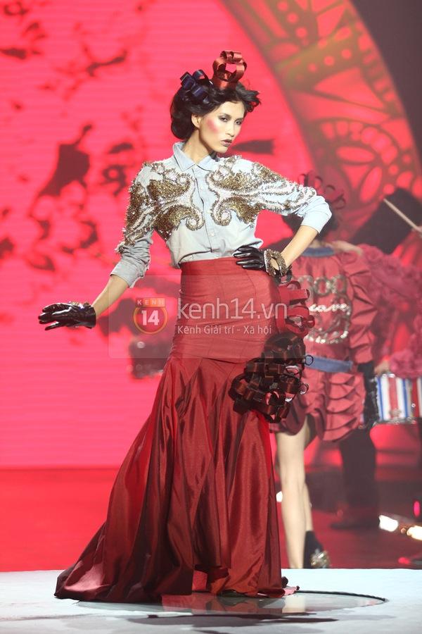 Hà Hồ, Thanh Hằng & NTK Công Trí cùng mặc chung 1 chiếc váy  54