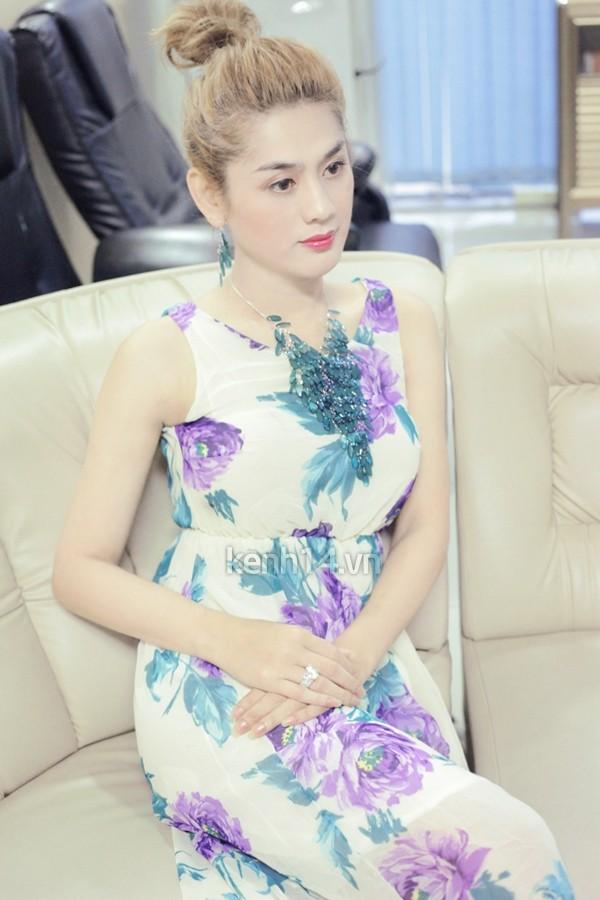 Ngày nào diện áo dài trắng bị gọi thảm hoạ, Lâm Khánh Chi