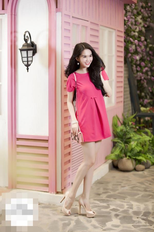 Tôn Lệ diện váy Valentino giống hệt váy trong BST của Ngọc Trinh? 3