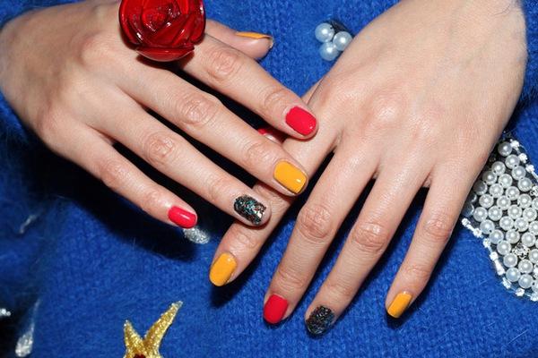6 màu nail không thể hợp hơn cho ngày Tết 15