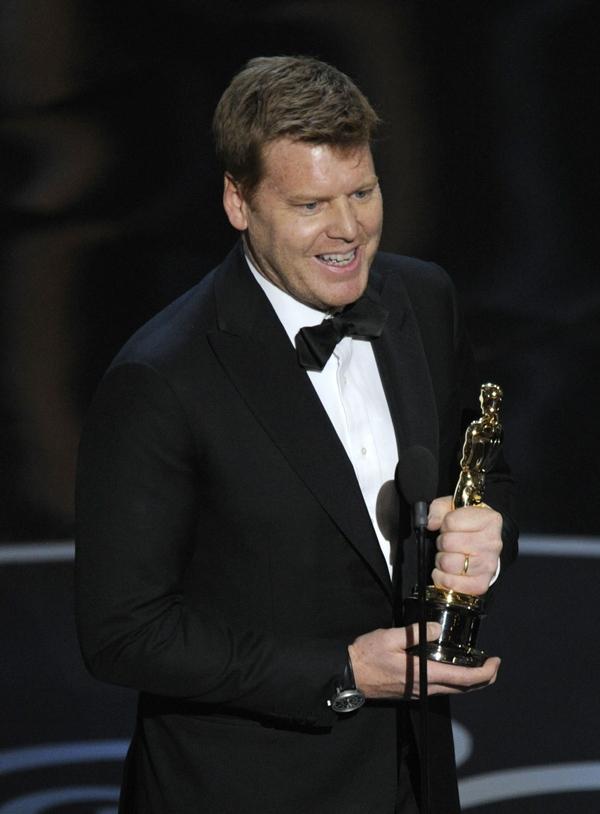 """""""Argo"""" vô địch Oscar, Nữ chính xuất sắc vấp ngã khi lên nhận giải 16"""