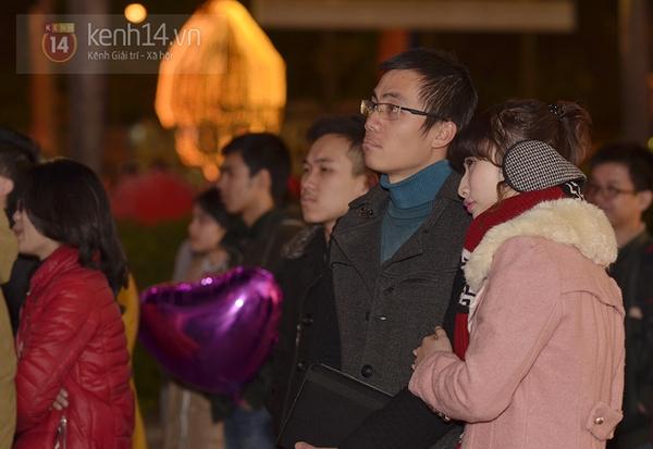 """Hàng nghìn cặp đôi đi xem phim tại """"rạp ngoài trời"""" trong ngày Valentine 9"""