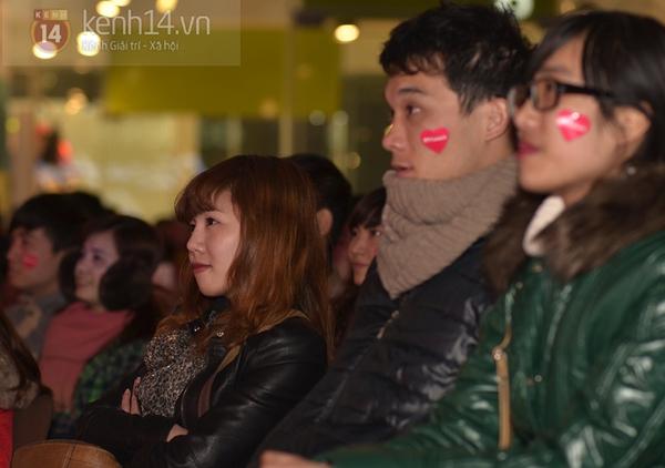 """Hàng nghìn cặp đôi đi xem phim tại """"rạp ngoài trời"""" trong ngày Valentine 15"""