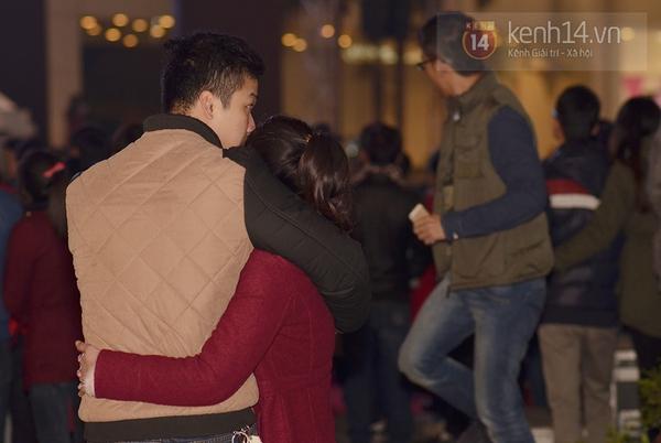 """Hàng nghìn cặp đôi đi xem phim tại """"rạp ngoài trời"""" trong ngày Valentine 3"""