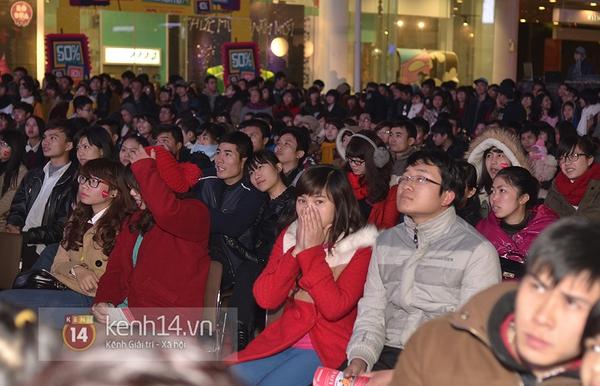 """Hàng nghìn cặp đôi đi xem phim tại """"rạp ngoài trời"""" trong ngày Valentine 4"""