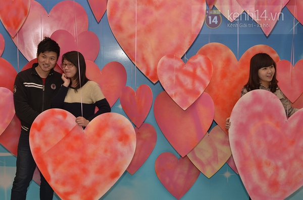 """Hàng nghìn cặp đôi đi xem phim tại """"rạp ngoài trời"""" trong ngày Valentine 12"""