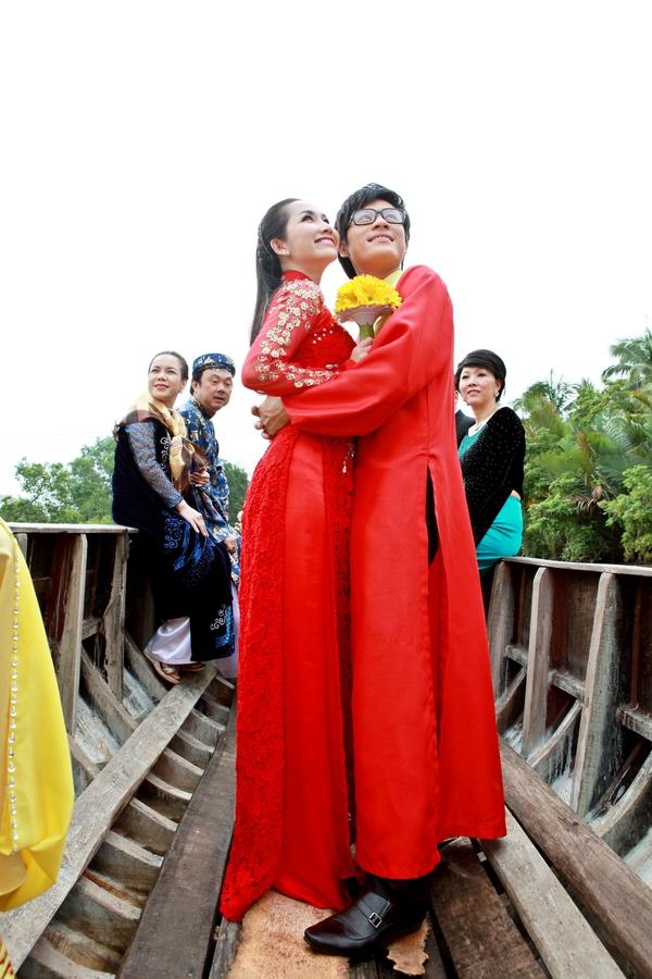 """""""Vợ chồng"""" Hoài Linh - Việt Hương """"đối đầu"""" mùa phim Tết 9"""