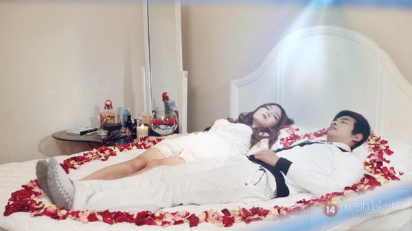 """""""Bồ cũ Bùi Anh Tuấn"""" cùng trai đẹp nằm trên giường hoa hồng 1"""