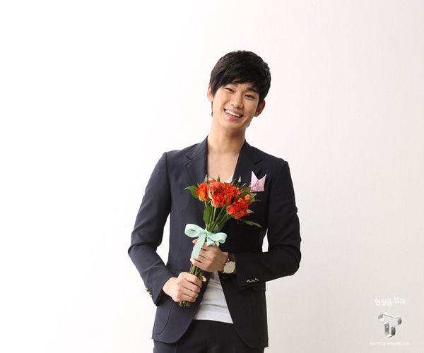 """Rộ tin đồn """"Trai đẹp ngoài hành tinh"""" Kim Soo Hyun đến Việt Nam 3"""