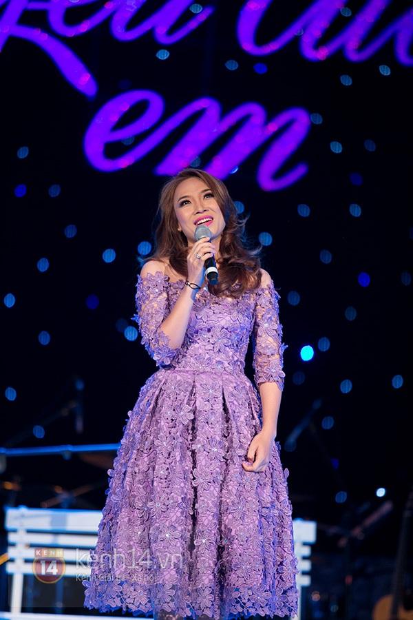 Clip: Mỹ Tâm sửa lời bài hát tặng 1.200 khán giả Hà Nội 11
