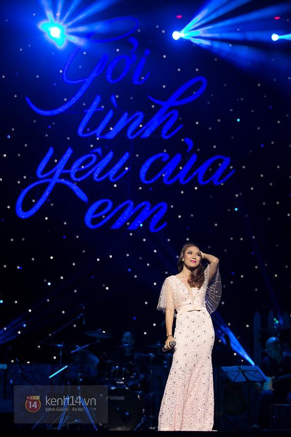 Clip: Mỹ Tâm sửa lời bài hát tặng 1.200 khán giả Hà Nội 1