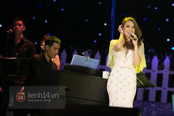 Clip: Mỹ Tâm sửa lời bài hát tặng 1.200 khán giả Hà Nội 2