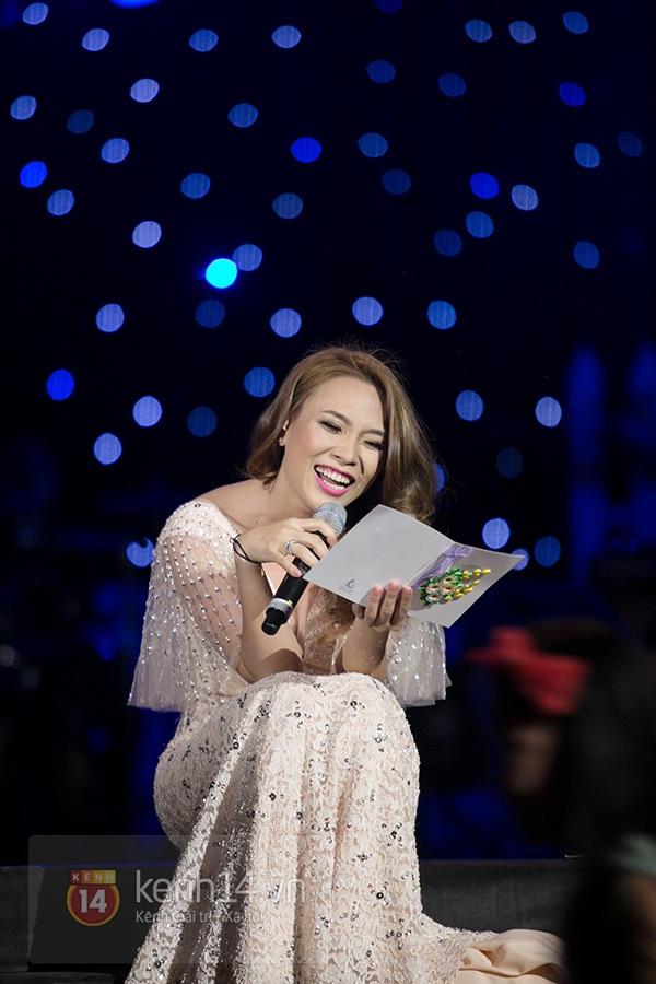 Clip: Mỹ Tâm sửa lời bài hát tặng 1.200 khán giả Hà Nội 3