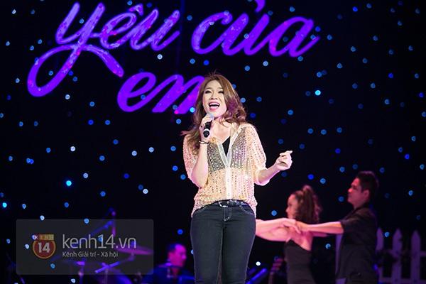 Clip: Mỹ Tâm sửa lời bài hát tặng 1.200 khán giả Hà Nội 14