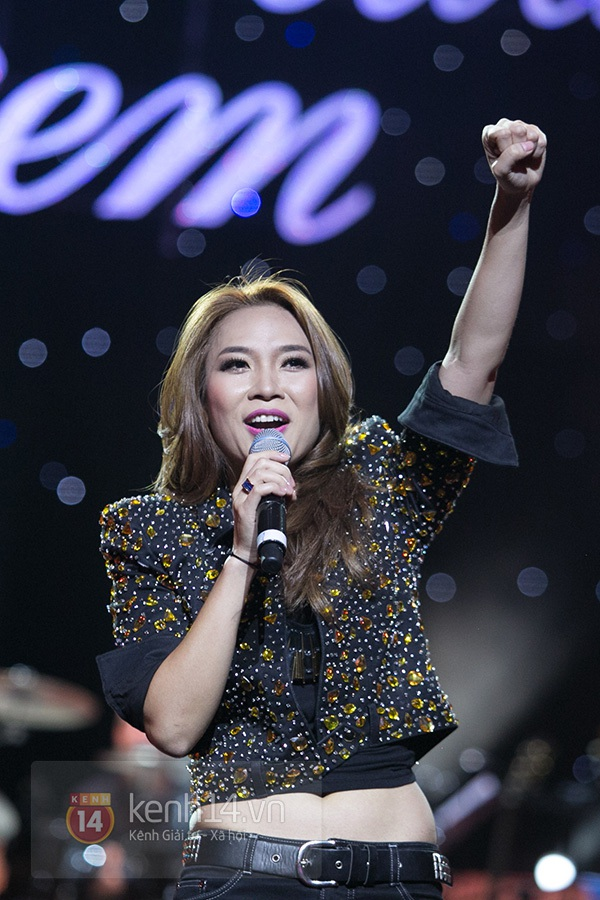 Clip: Mỹ Tâm sửa lời bài hát tặng 1.200 khán giả Hà Nội 7