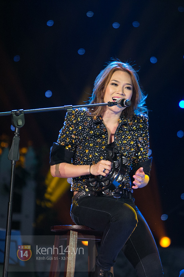 Clip: Mỹ Tâm sửa lời bài hát tặng 1.200 khán giả Hà Nội 9