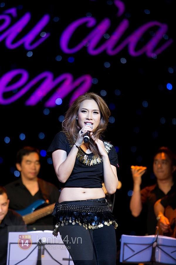 Clip: Mỹ Tâm sửa lời bài hát tặng 1.200 khán giả Hà Nội 17