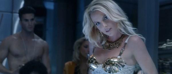 Britney Spears quất roi vun vút vào người vũ công 7