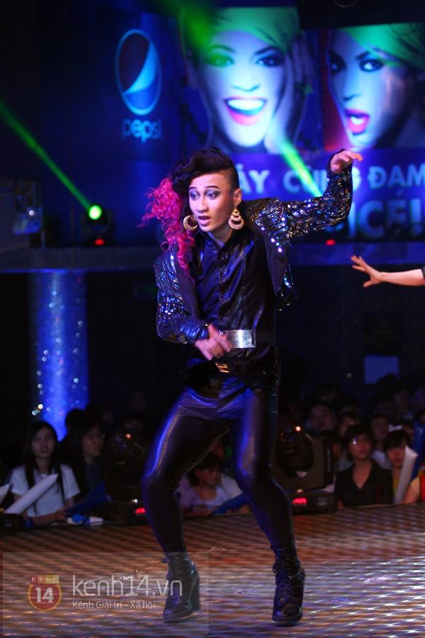 Đông Nhi, Tô Lâm cùng 10 bạn trẻ cháy hết mình với Beyoncé 11