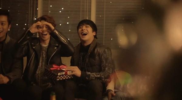 B2ST, 4Minute, A Pink, G.Na... quây quần trong MV Giáng sinh 2