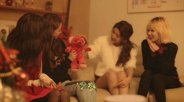 B2ST, 4Minute, A Pink, G.Na... quây quần trong MV Giáng sinh 4