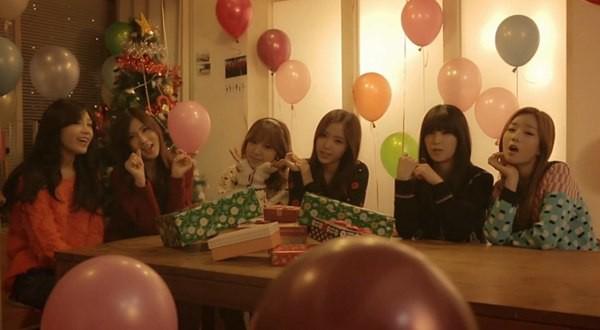 B2ST, 4Minute, A Pink, G.Na... quây quần trong MV Giáng sinh 6