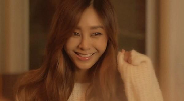 B2ST, 4Minute, A Pink, G.Na... quây quần trong MV Giáng sinh 9