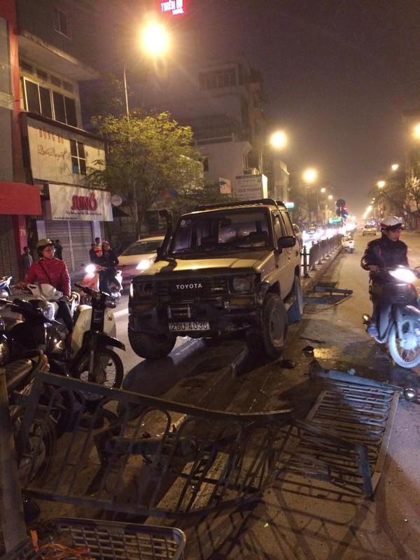 Hà Nội: Xe ô tô đâm trọng thương cô gái trẻ rồi bỏ chạy 2