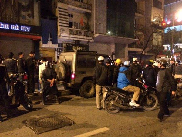 Hà Nội: Xe ô tô đâm trọng thương cô gái trẻ rồi bỏ chạy 9