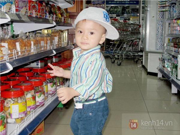 Bé Jacky tung tăng đi mua sắm Tết cùng mẹ Thanh Thảo 3