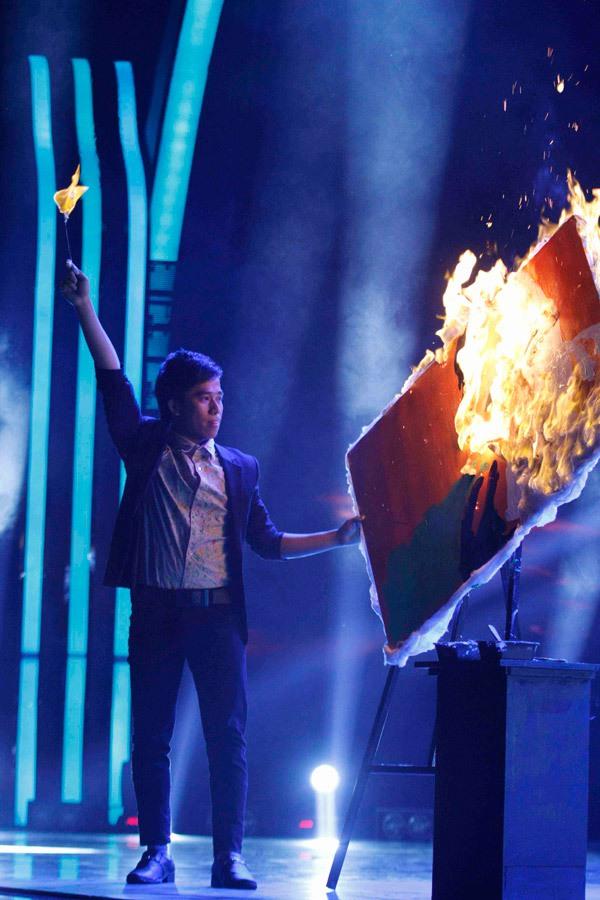 Thí sinh Got Talent đốt lửa vẽ chân dung Huy Tuấn 2