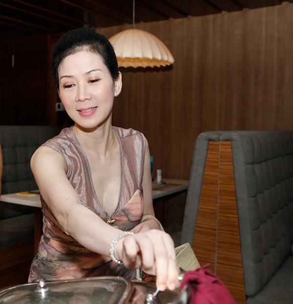 Cựu diễn viên Diễm Hương bất ngờ tái xuất 2