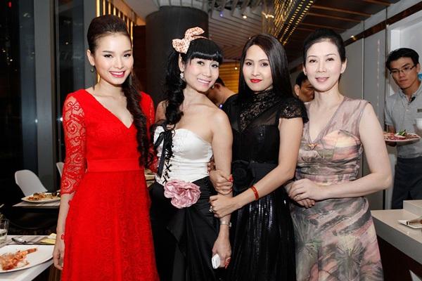 Cựu diễn viên Diễm Hương bất ngờ tái xuất 6