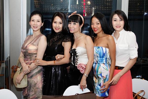 Cựu diễn viên Diễm Hương bất ngờ tái xuất 7