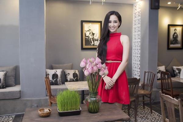 Muôn vẻ mỹ nhân Việt khoe sắc bên hoa sen 27
