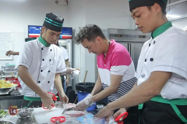 Đàm Vĩnh Hưng dạy học trò cưng Ngọc Trâm nấu ăn 1