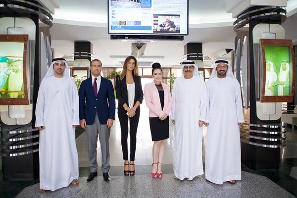 Lý Nhã Kỳ thanh lịch đi tham quan trường Đại học ở Dubai 9
