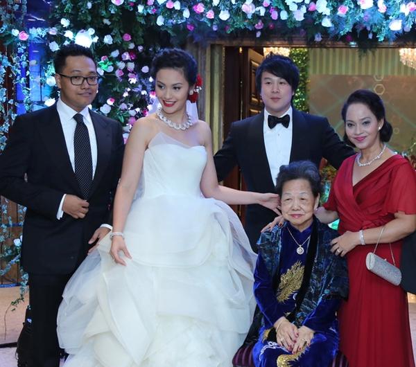 """Những chi tiết thú vị trong đám cưới """"5 sao"""" của Thanh Bùi 1"""
