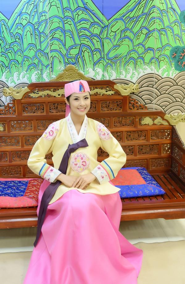 Ngọc Hân xinh tươi trong bộ trang phục truyền thống xứ Hàn 2