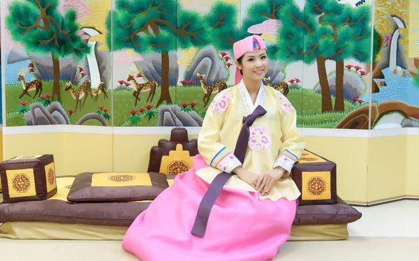 Ngọc Hân xinh tươi trong bộ trang phục truyền thống xứ Hàn 1